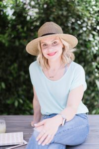 Episode 349 DANA BOWLING - Finding Your Voice on Clubhouse and Being a Great Moderator